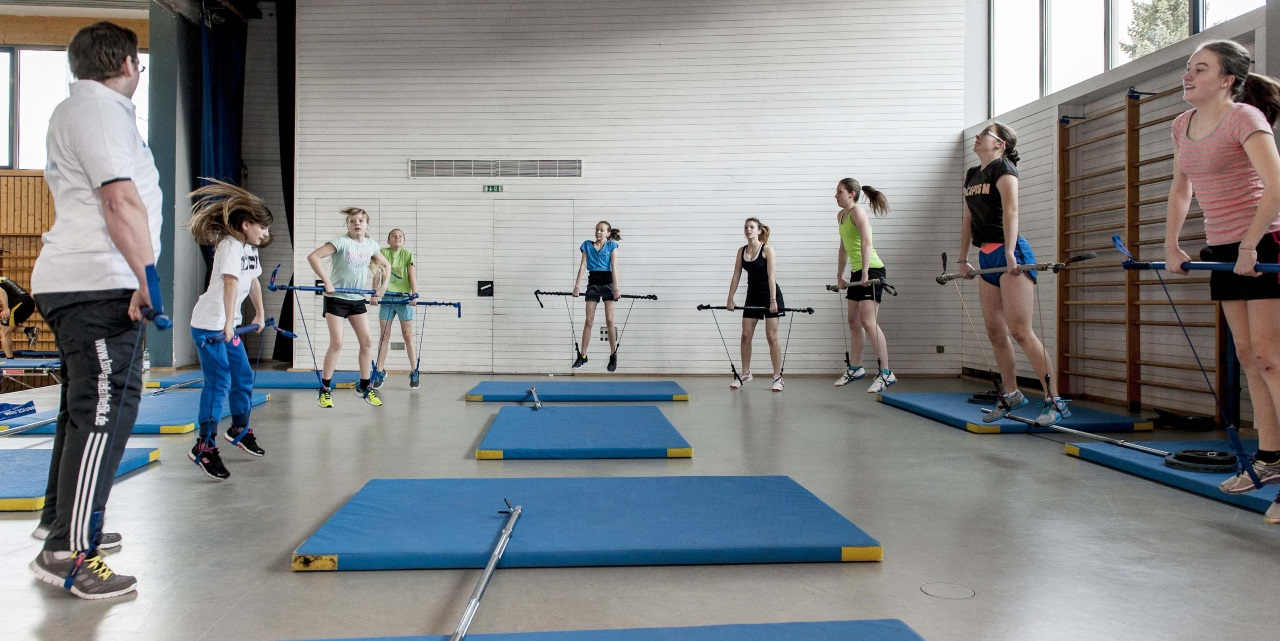 Athletiktrainer Christian mit  Gymsticks